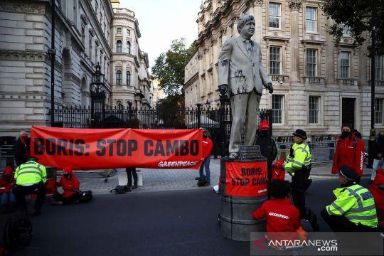 Aksi protes rencana pengeboran minyak di Cambo