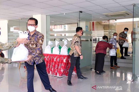 KBRI bagikan sembako kepada pekerja migran Indonesia di Brunei
