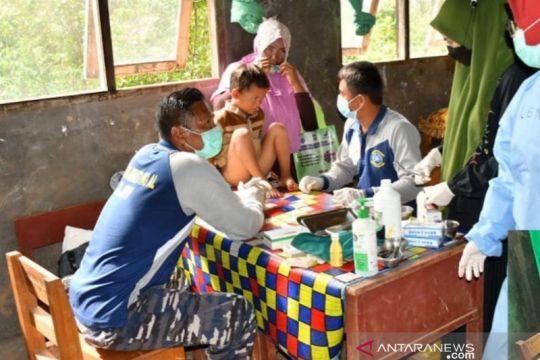 TNI AL gelar khitanan massal untuk warga di desa pesisir Kalsel
