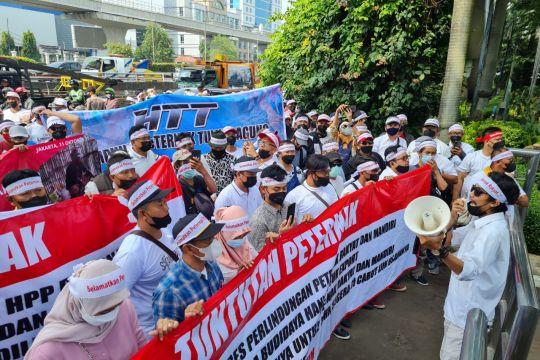 DKI Kemarin, demo harga telur hingga Anies tinjau atlet di Papua