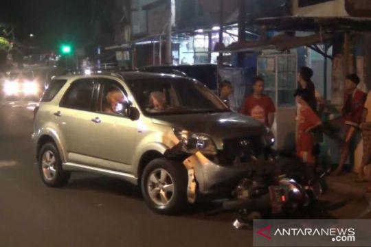 Polisi dalami kasus kecelakaan mobil tabrak tiga sepeda motor di Tebet