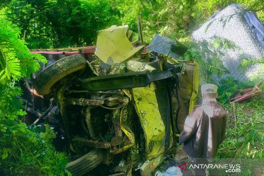 Truk terjun ke jurang di Cianjur satu orang tewas