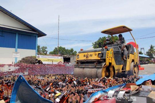Kanwil Bea Cukai Riau memusnahkan barang ilegal senilai Rp5,4 miliar