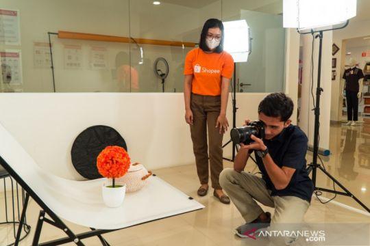 Ikuti arahan Jokowi, Asror dapat bantuan modal dari Kampus UMKM Shopee