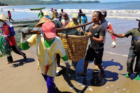 BMKG ajak masyarakat waspadai siklus 100 tahunan tsunami pesisir Jawa