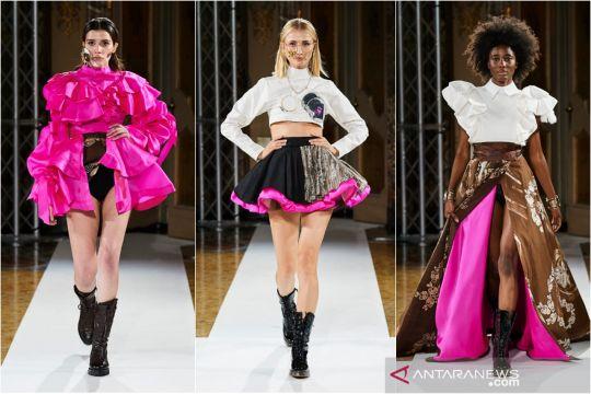 JYK padukan nuansa punk dan Batik Durian di Milan Fashion Week 2021