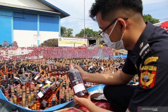 Pemusnahan barang selundupan di Riau