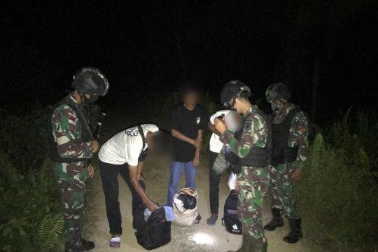 Satgas Pamtas tangkap PMI ilegal yang berusaha masuk ke Malaysia