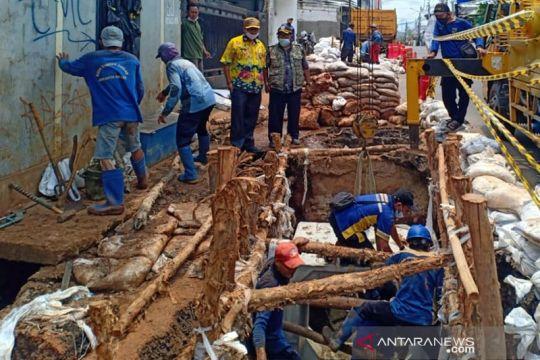 Pemkot Jakbar perbaiki saluran air rusak di Kebon Jeruk