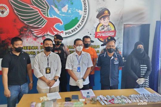 Mantan polisi pengedar ganja dijerat pasal berlapis