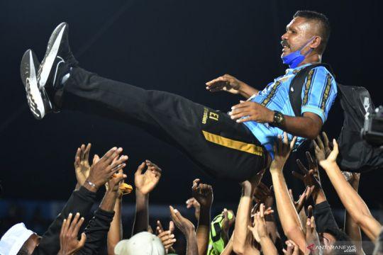 Eduard Ivakdalam arsitek tim emas sepak bola PON Papua