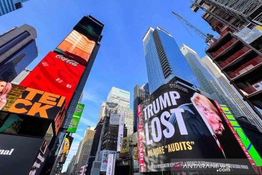 """Reklame sindiran """"Trump Lost"""" di Times Square"""