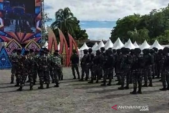 TNI-Polri amankan Festival Eme Neme di Timika