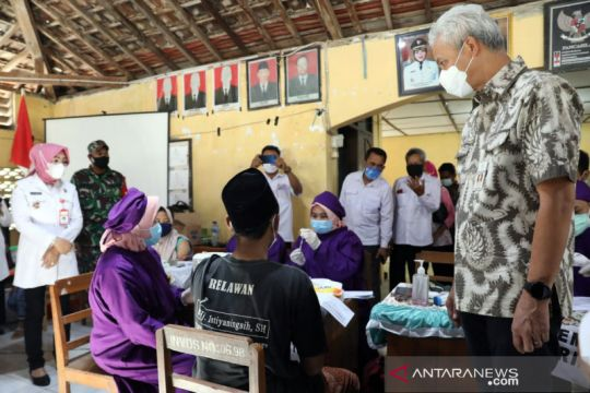 Pemerintah percepat vaksinasi COVID-19, kejar target 100 juta penduduk