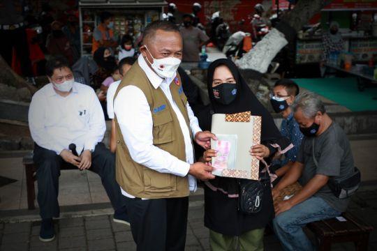 BNPB bagikan 1.000 masker ke pelaku UMKM dan PKL di Mataram