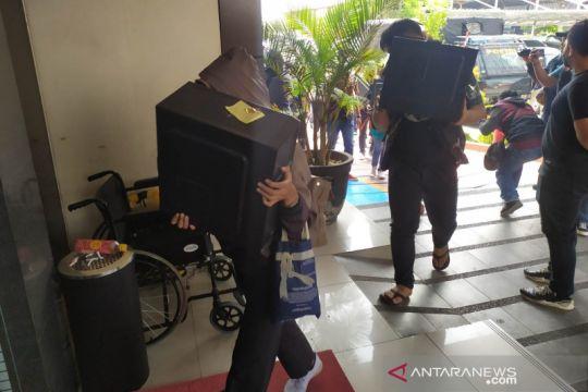 Polda Jabar beberkan nama puluhan pinjol ilegal yang digerebek di DIY