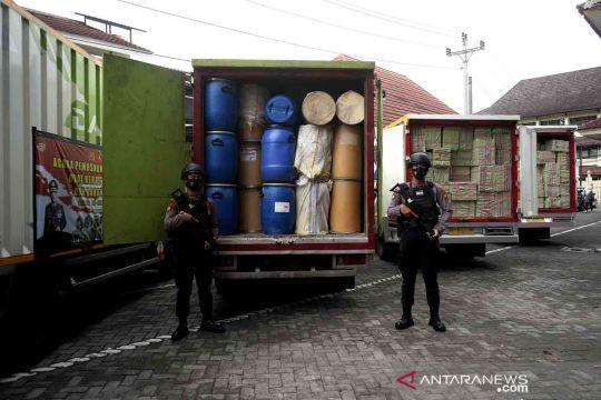 Pemusnahan obat keras ilegal hasil penyergapan dua gudang produksi di Bantul