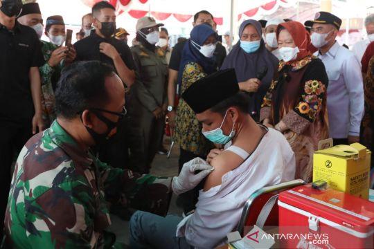 Risma ke Bangkalan tinjau percepatan vaksinasi COVID-19