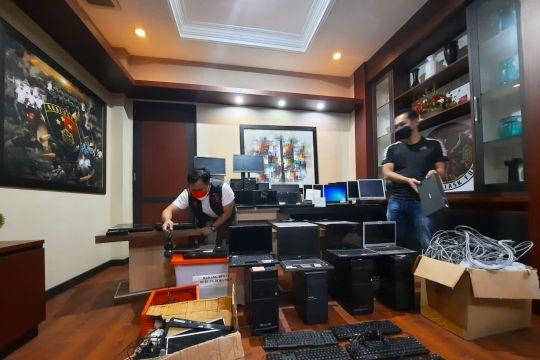 Polda Kalbar gerebek kantor pinjol ilegal di Pontianak