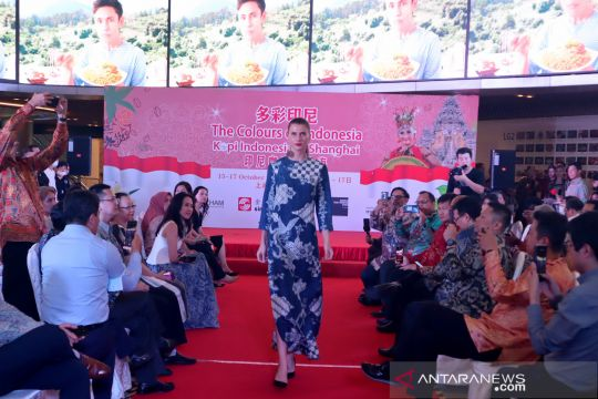 Peragaan busana batik Nusantara di Shanghai