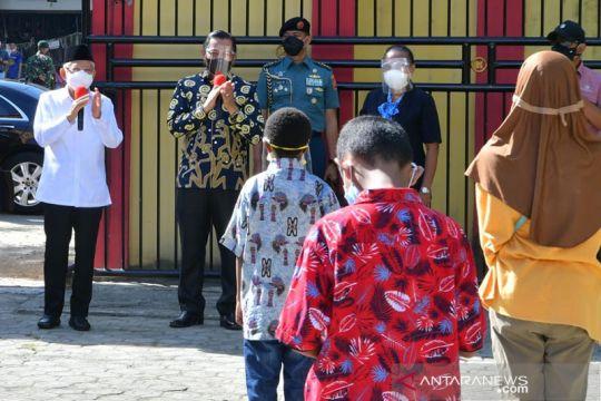 Wapres Ma'ruf Amin menyapa pelajar di SD Inpres VIM 1 Kotaraja