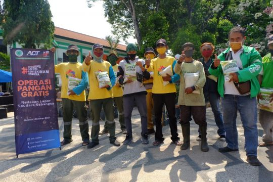 ACT salurkan bantuan pangan bagi pekerja harian di Kota Madiun