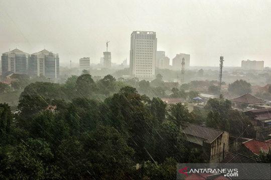 BMKG ingatkan potensi hujan kilat di tiga wilayah DKI