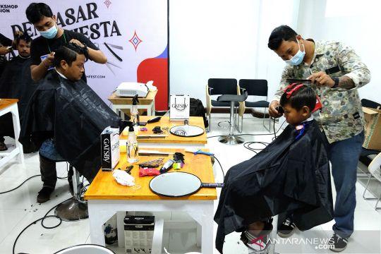 Pelatihan potong rambut di Denpasar Youth Festival