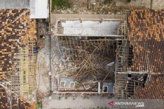 Tiga ruangan SD di Rengasdengklok Karawang-Jabar ambruk