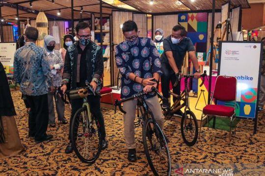 Menparekraf tinjau pameran Apresiasi Kreasi Indonesia 2021 di Bogor