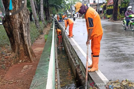 Waspadai hujan disertai petir di tiga wilayah Jakarta pada Rabu siang