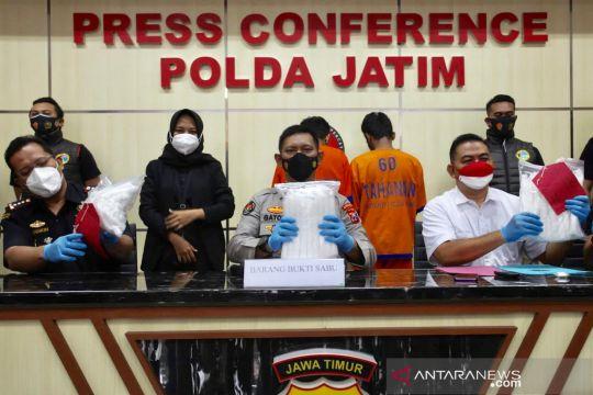 Polda Jatim menggagalkan penyelundupan enam kg sabu-sabu dari Malaysia