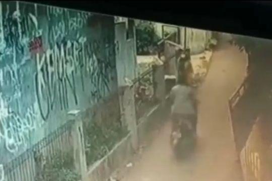 Polrestro Jaktim tangkap pelaku pelecehan payudara di Cipayung