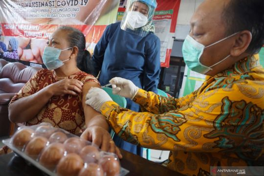 Dinkes Tulungagung gelar vaksinasi khusus lansia berhadiah telur