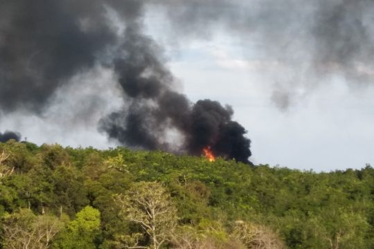 Api sumur minyak ilegal di Muba belum padam bikin panik warga