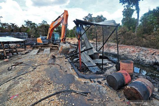 Penutupan lokasi penyulingan minyak mentah ilegal