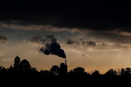 Nol karbon: Menyelamatkan bumi atau menambal emisi?