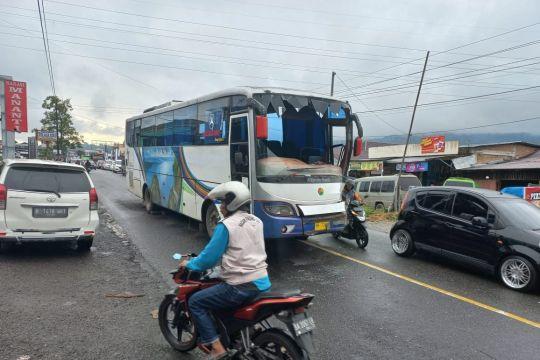 Tabrakan beruntun Padang Lua, jalur Bukittinggi-Padang Panjang macet