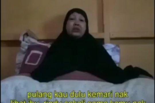 Ibu DPO MIT Poso, Ahmad Panjang minta anaknya pulang lewat video