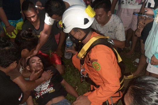 Tim SAR Manado evakuasi seorang warga panjat tower listrik