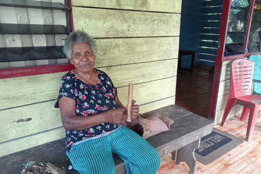 Masangkede, tradisi Suku Moi Sorong buat api dari bambu