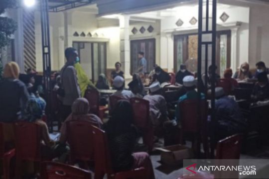 Cakupan rendah, vaksinasi COVID-19 di Sampang-Jatim hingga malam hari