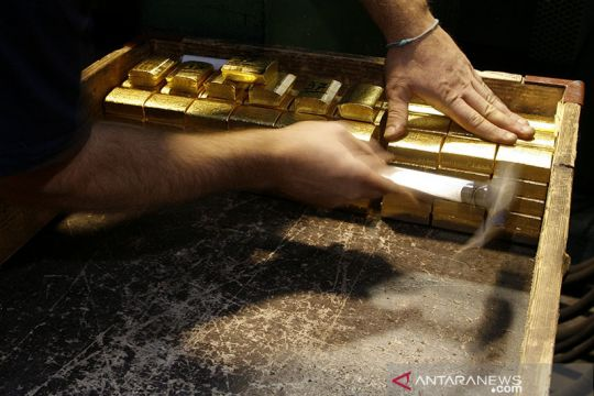Emas naik 14,4 dolar, dipicu melemahnya dolar dan kekhawatiran inflasi
