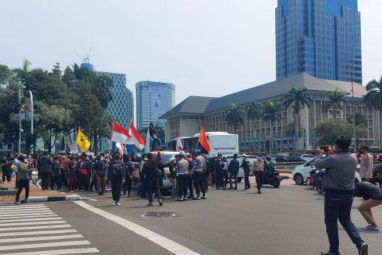 Ditahan polisi, ratusan mahasiswa tutup jalan di Kawasan Patung Kuda