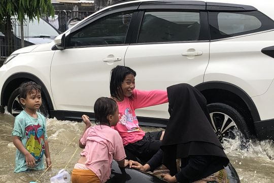 Tinggi genangan akibat banjir naik di beberapa bagian Kota Samarinda