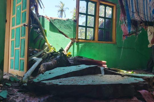 Angin kencang terjang pemukiman warga di Sinjai
