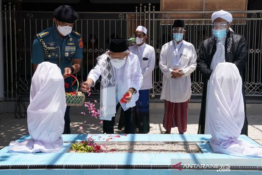 Wapres ziarah ke Makam Pahlawan Nasional KHR. As'ad Syamsul Arifin