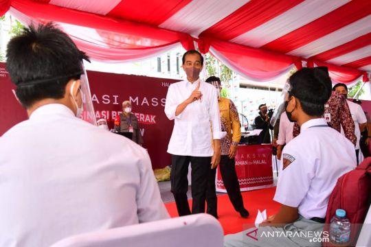 Jokowi minta pemda di Kalsel percepat vaksinasi masyarakat