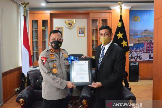 Kepala Polda NTT terima penghargaan dari perdana menteri RDTL