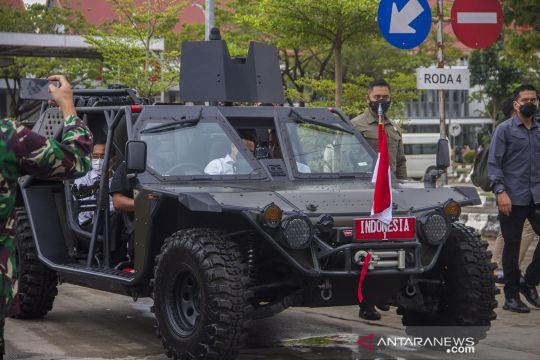 Naik mobil rantis, Presiden resmikan Jembatan Sungai Alalak Banjarmasin